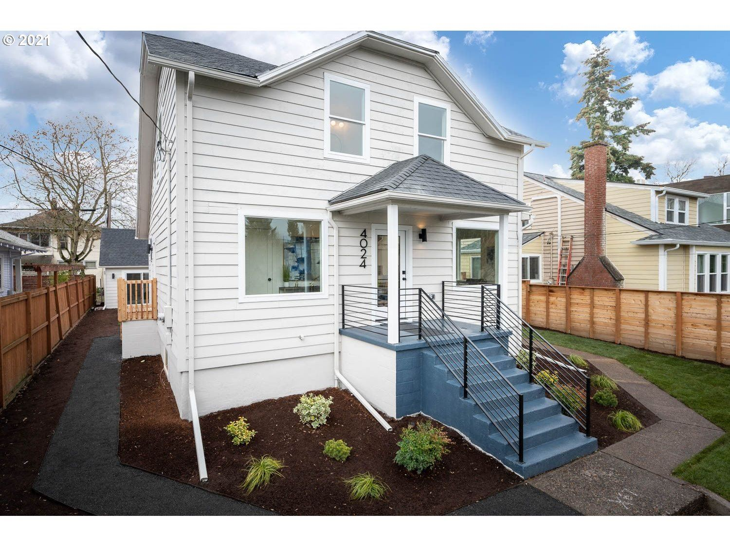 Photo for 4024 N COMMERCIAL AVE, Portland, OR 97227 (MLS # 21305634)