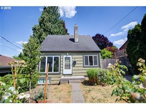 Photo of 4107 SE MALL ST, Portland, OR 97202 (MLS # 19672639)