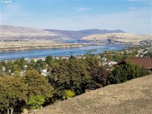 Photo of 321 E SCENIC DR, The Dalles, OR 97058 (MLS # 18388641)