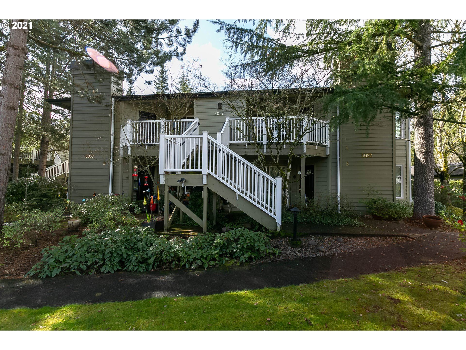 Photo for 5057 FOOTHILLS DR, Lake Oswego, OR 97034 (MLS # 21575647)