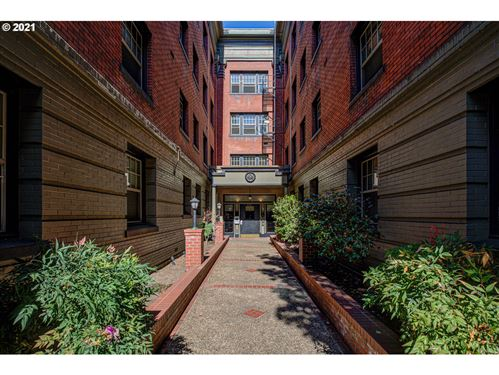 Photo of 2109 NW IRVING ST #102, Portland, OR 97210 (MLS # 21684651)