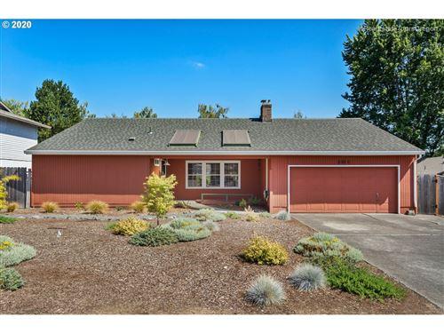 Photo of 8460 SW PARKVIEW LOOP, Beaverton, OR 97008 (MLS # 20439658)