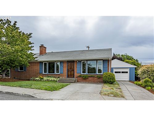 Photo of 760 E 18TH ST, The Dalles, OR 97058 (MLS # 21663659)