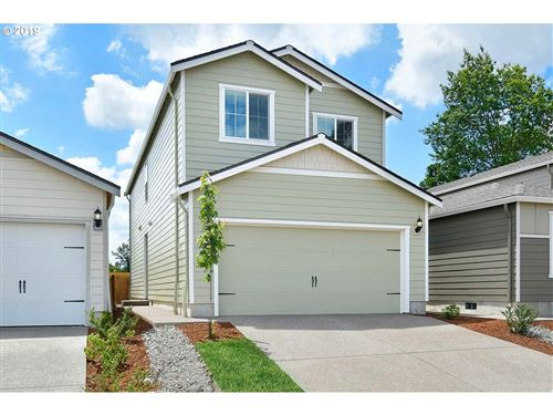 Photo of 341 FOREST LN, Molalla, OR 97038 (MLS # 20585664)