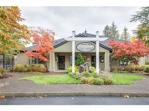 Photo of 5060 FOOTHILLS DR B #B, Lake Oswego, OR 97034 (MLS # 19136672)