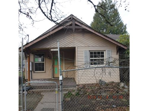 Photo of 5733 SE 103RD AVE, Portland, OR 97266 (MLS # 19380674)