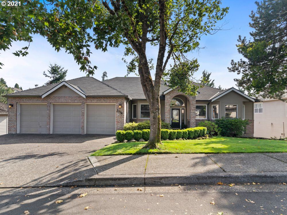 Photo of 2378 FALCON DR, West Linn, OR 97068 (MLS # 21675676)