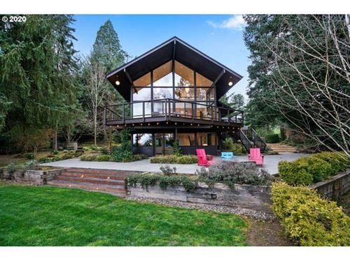Photo of 1870 SW PALATINE HILL RD, Portland, OR 97219 (MLS # 20385683)