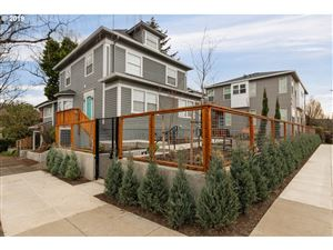 Photo of 2817 SE HAWTHORNE BLVD, Portland, OR 97214 (MLS # 19536684)