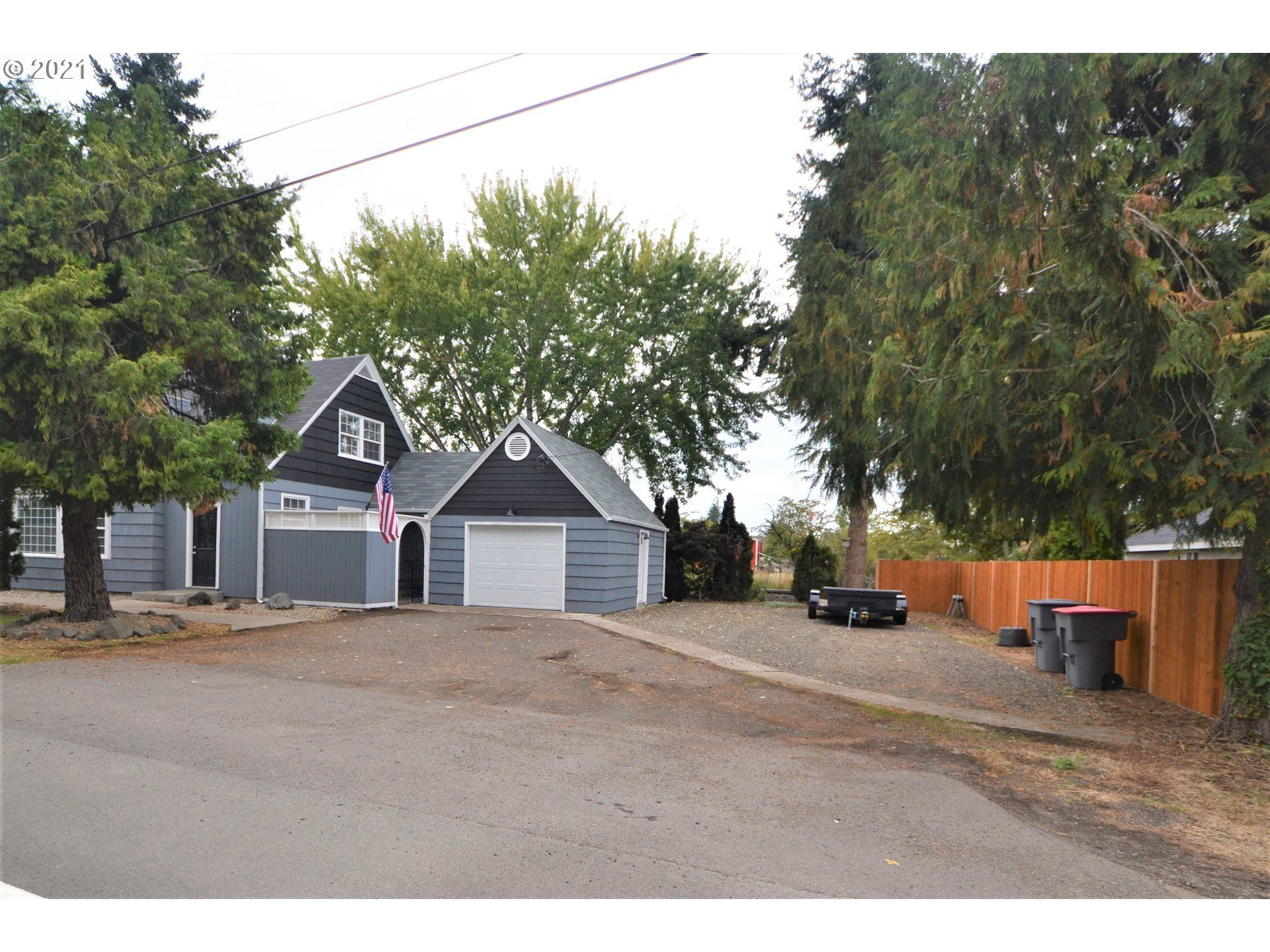 Photo of 20560 S HIGHWAY 99W, Amity, OR 97101 (MLS # 21121684)