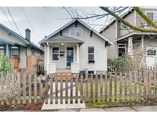 Photo of 1102 N WINCHELL ST, Portland, OR 97217 (MLS # 19116691)