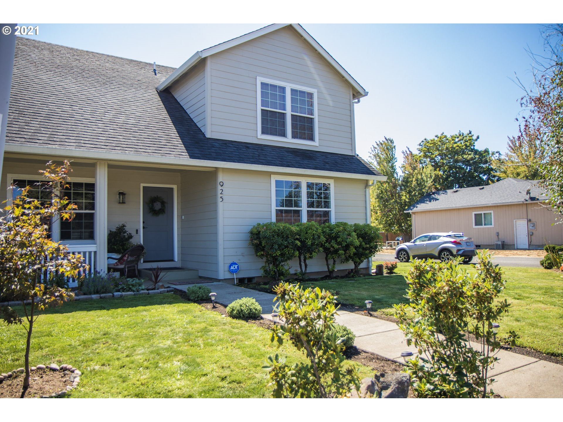 Photo for 925 W OREGON AVE, Creswell, OR 97426 (MLS # 21629698)