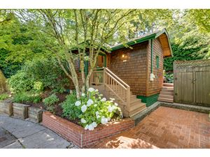 Photo of 2321 SW SHERWOOD DR, Portland, OR 97201 (MLS # 19094710)