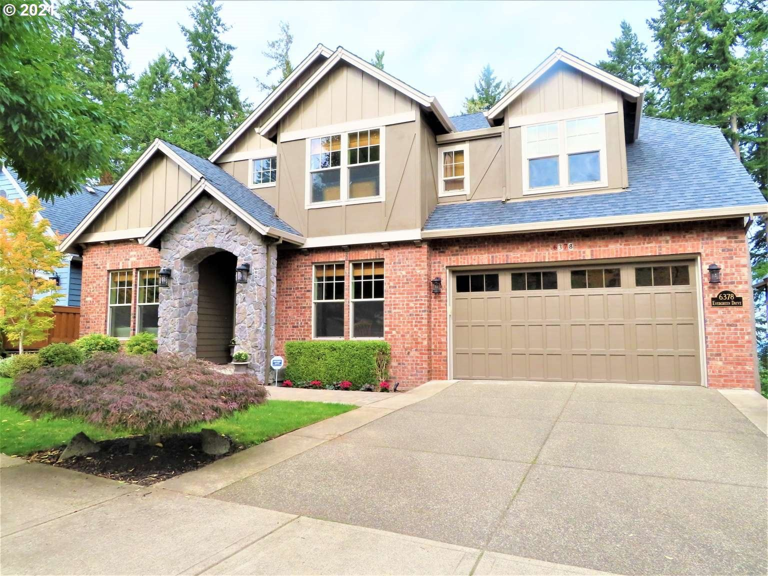 Photo of 6378 EVERGREEN DR, West Linn, OR 97068 (MLS # 21338710)