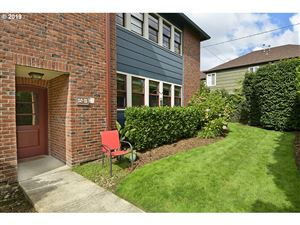 Photo of 280 NE 60TH AVE 21 #21, Portland, OR 97213 (MLS # 19099711)
