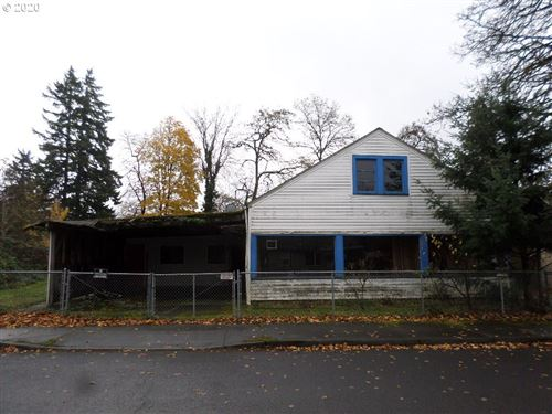 Photo of 10326 SE KNIGHT ST, Portland, OR 97266 (MLS # 19296716)