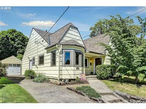 Photo of 4815 NE DAVIS ST, Portland, OR 97213 (MLS # 19055721)