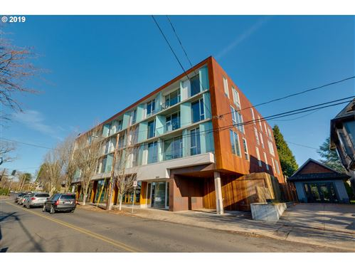 Photo of 2530 SE 26TH AVE #302, Portland, OR 97202 (MLS # 20290724)