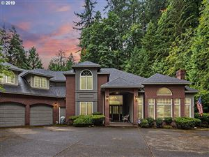 Photo of 1511 SW RADCLIFFE CT, Portland, OR 97219 (MLS # 19367734)
