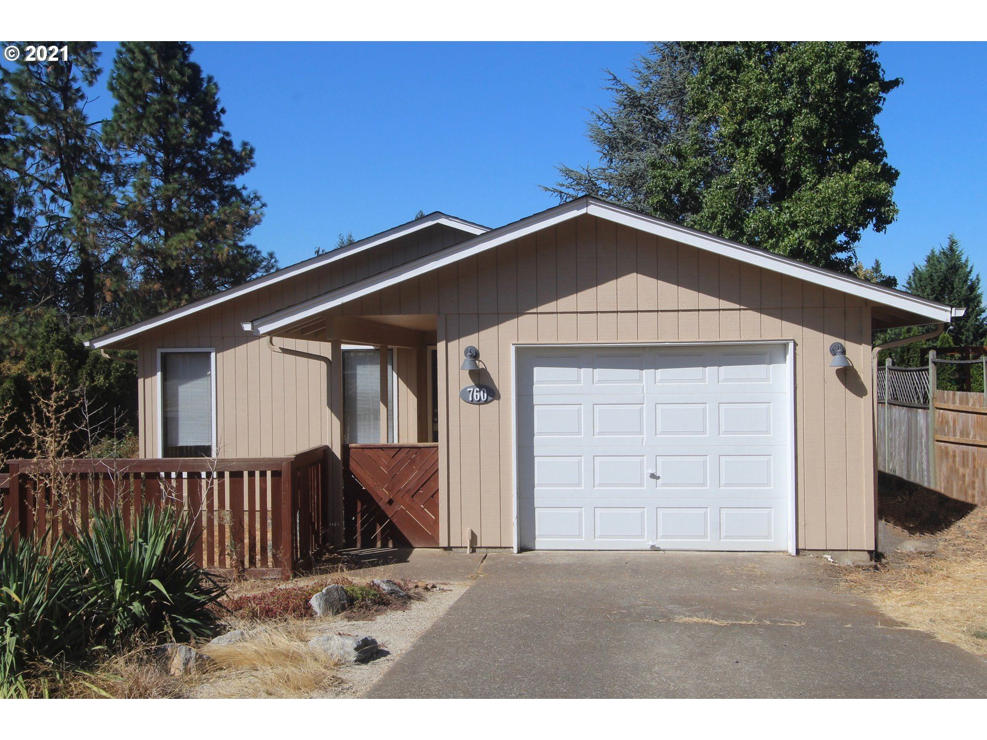 Photo for 760 KINGS ROW, Creswell, OR 97426 (MLS # 21664734)