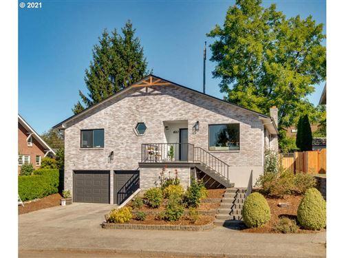 Photo of 610 W 37TH ST, Vancouver, WA 98660 (MLS # 21584740)