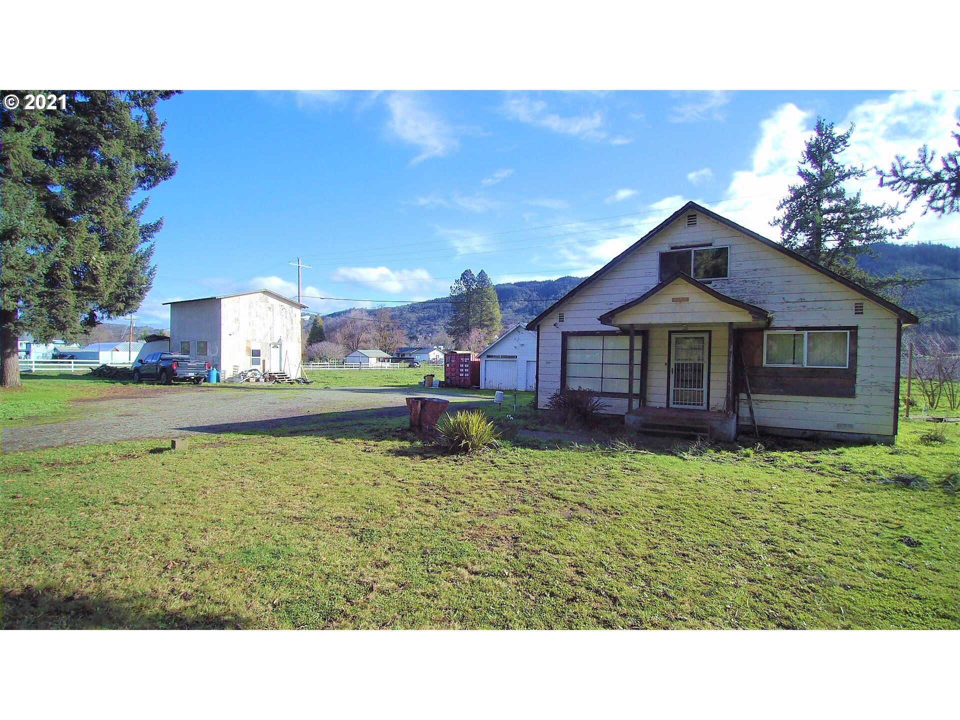 Photo for 772 N OLD PACIFIC HWY, Myrtle Creek, OR 97457 (MLS # 20640744)