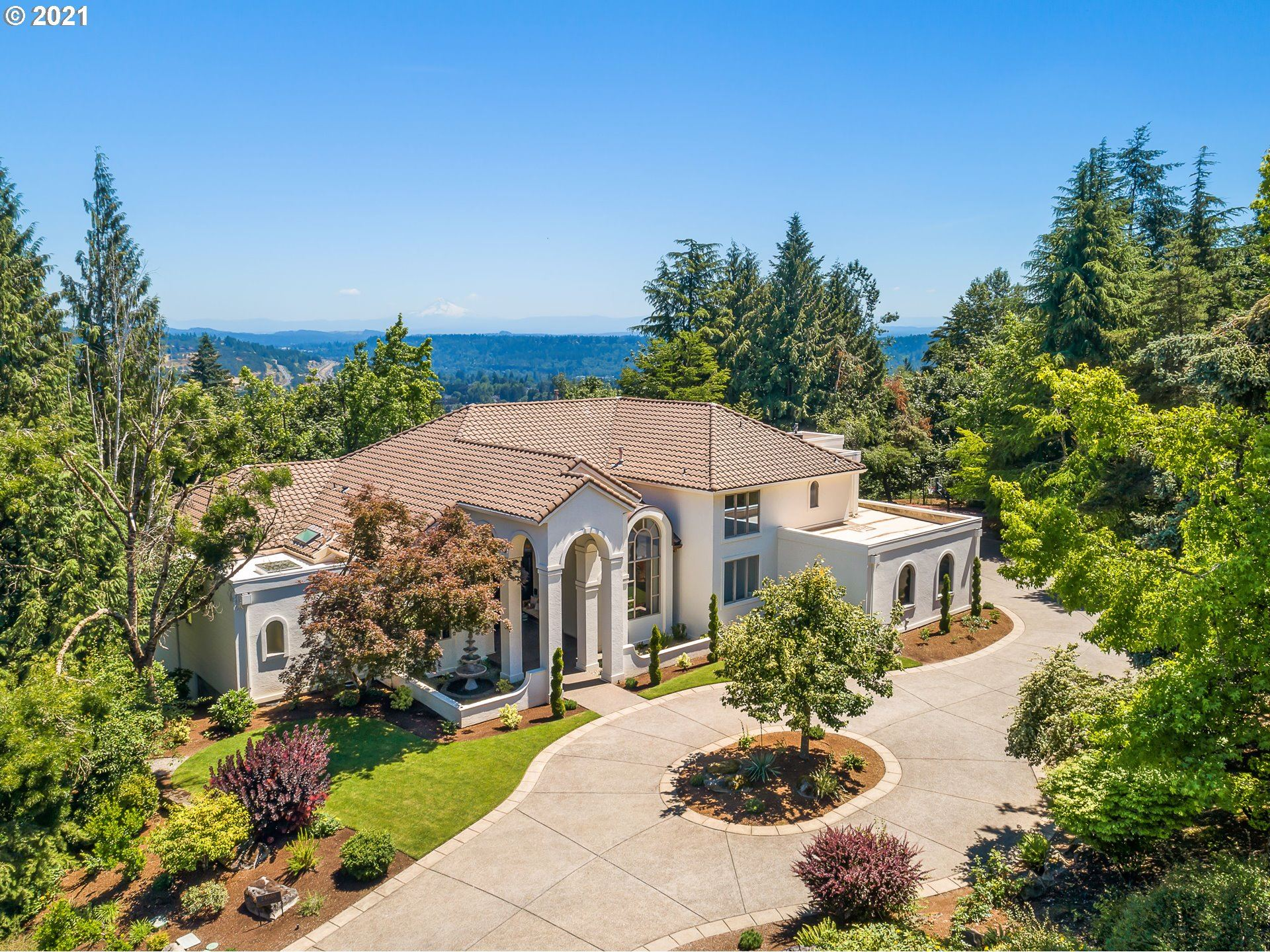 Photo of 24688 SW VALLEY VIEW RD, West Linn, OR 97068 (MLS # 21341747)