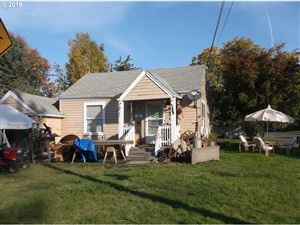 Photo of 619 NW 10TH ST, McMinnville, OR 97128 (MLS # 19321748)