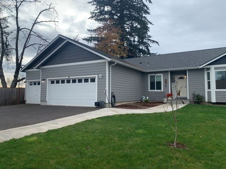 Photo for 207 S 10TH ST, Creswell, OR 97426 (MLS # 20380748)