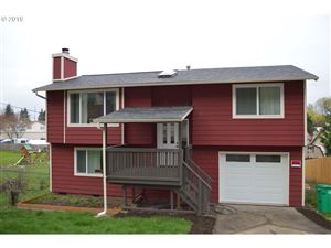 Photo of 10605 SE CLINTON ST, Portland, OR 97266 (MLS # 19181754)