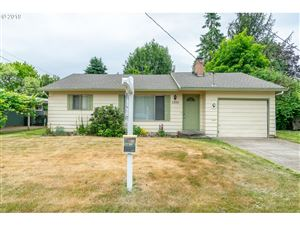Photo of 1350 SW GILORR ST, McMinnville, OR 97128 (MLS # 19627754)