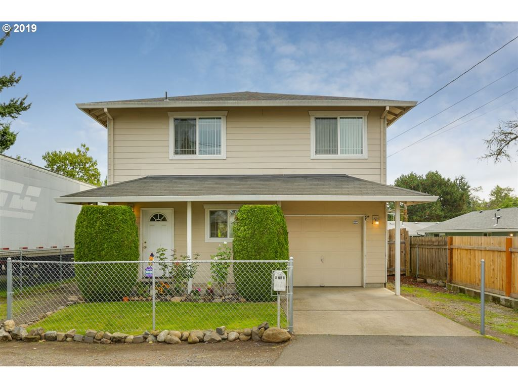 Photo for 4752 SE 104TH AVE, Portland, OR 97266 (MLS # 19596754)