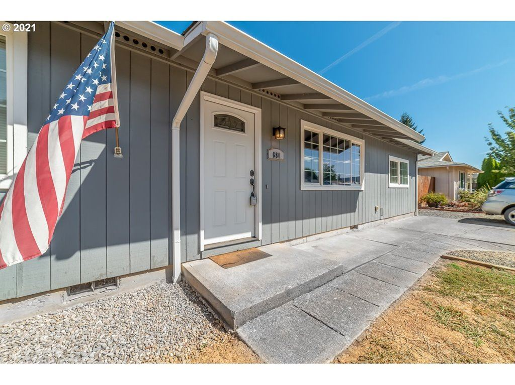 Photo for 680 EVELYN AVE, Creswell, OR 97426 (MLS # 21493761)