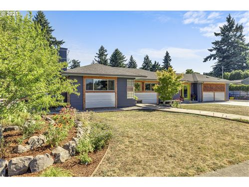 Photo of 7610 SE HOLGATE BLVD, Portland, OR 97206 (MLS # 21573765)