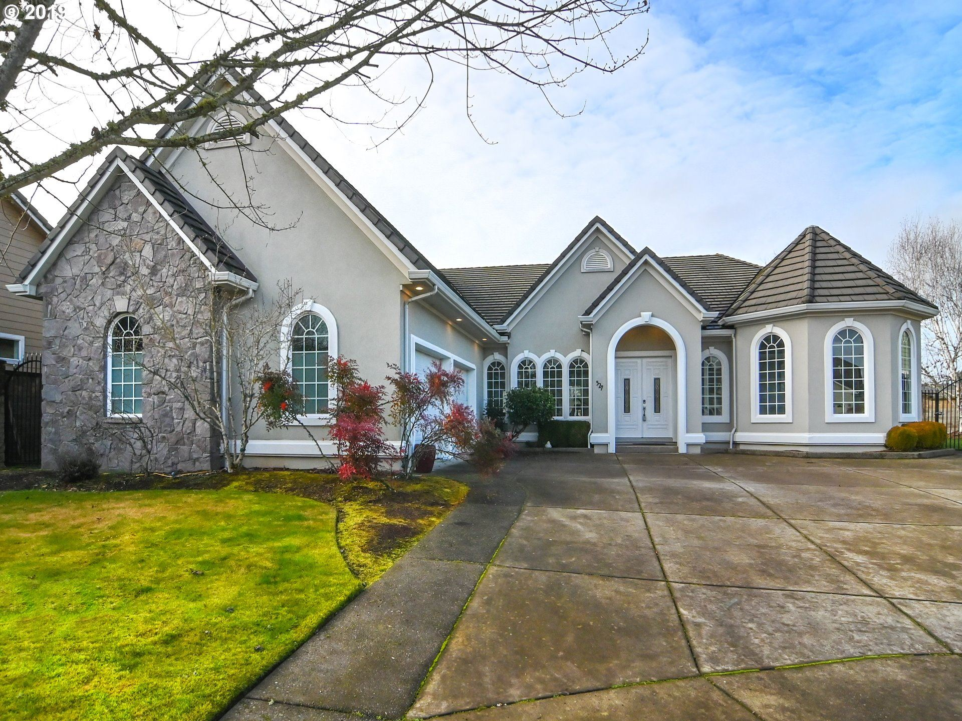 Photo for 527 PEBBLE BEACH DR, Creswell, OR 97426 (MLS # 19274766)