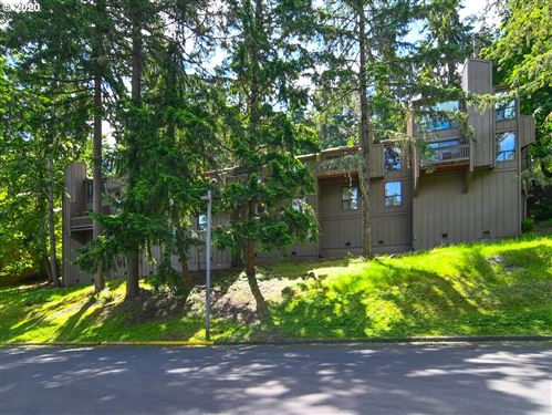 Photo of 412 STONEWOOD DR, Eugene, OR 97405 (MLS # 20403767)