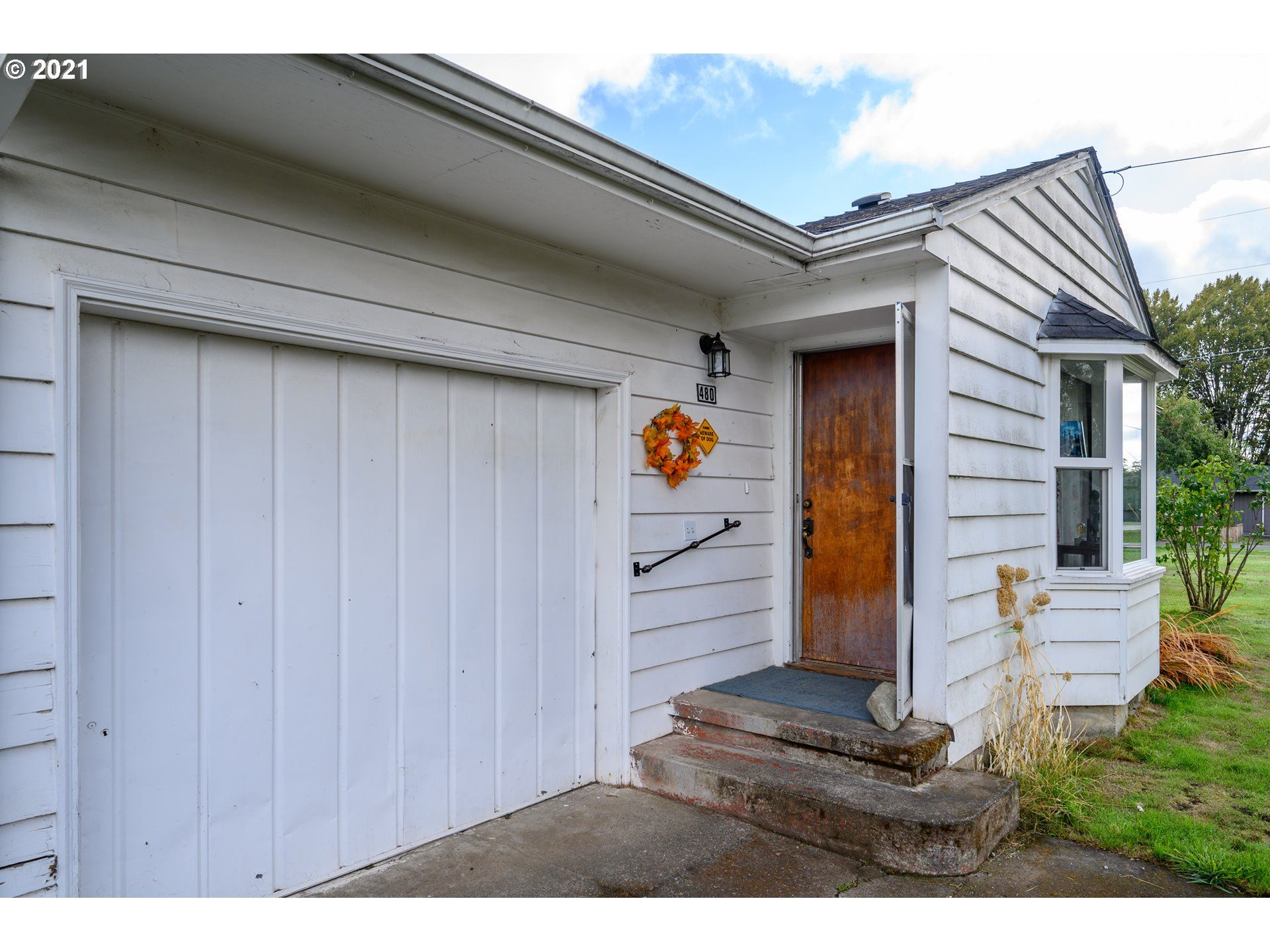 Photo of 480 SE 10TH ST, Dundee, OR 97115 (MLS # 21679782)