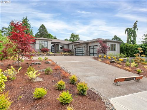 Photo of 1575 COUNTRY CMNS, Lake Oswego, OR 97034 (MLS # 18581790)
