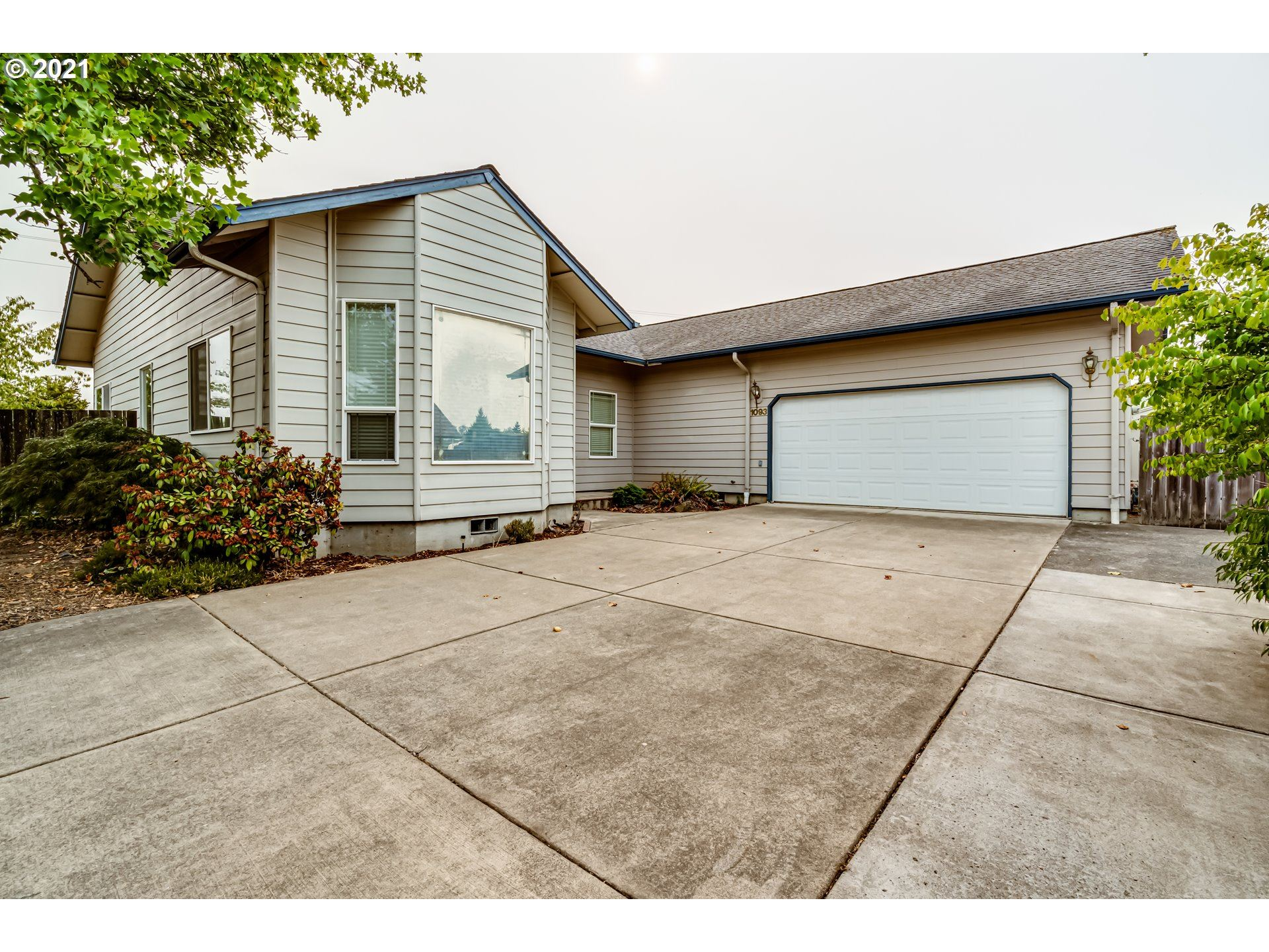 Photo for 1093 CEDAR CT, Creswell, OR 97426 (MLS # 21032794)