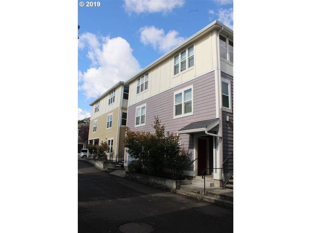 Photo for 128 SE 119TH AVE 7 #7, Portland, OR 97216 (MLS # 19195795)