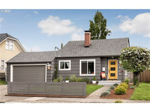 Photo of 946 NE 79TH AVE, Portland, OR 97213 (MLS # 21086797)