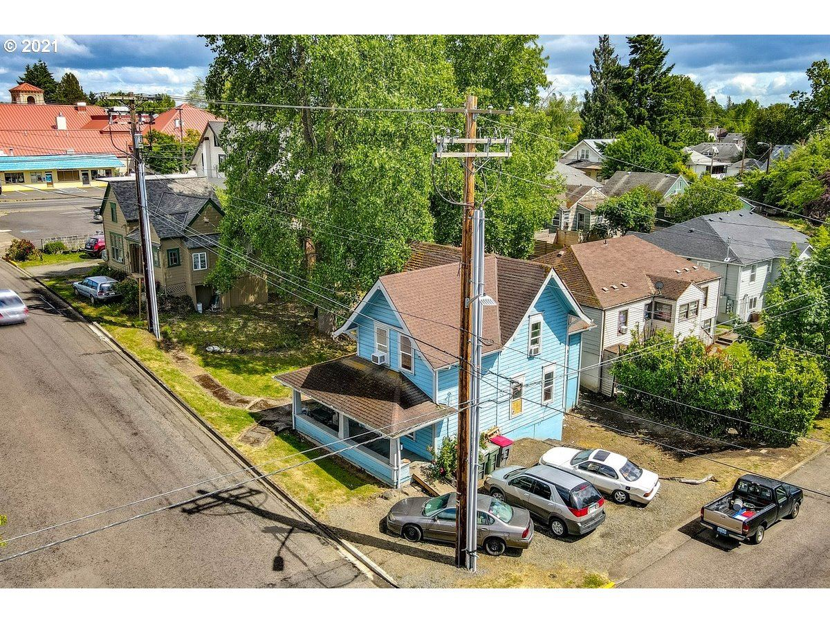 Photo of 122 SE 1ST ST, McMinnville, OR 97128 (MLS # 21380798)