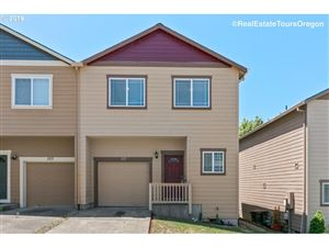 Photo of 117 NW MARSHALL DR, Hillsboro, OR 97124 (MLS # 19179801)