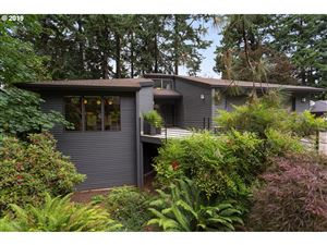 Photo of 1621 WOODLAND TER, Lake Oswego, OR 97034 (MLS # 19429806)