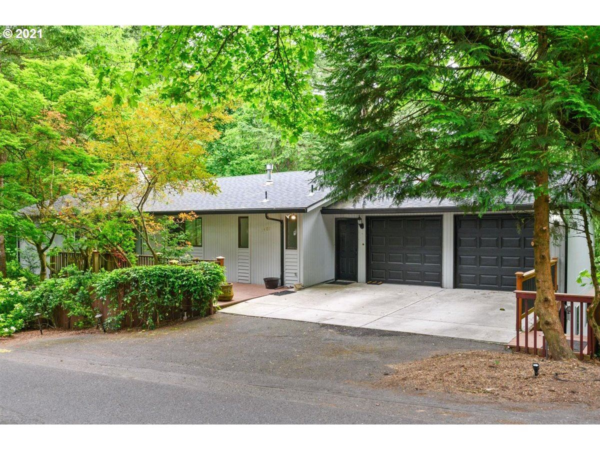 Photo for 1401 SW HIGHLAND RD, Portland, OR 97221 (MLS # 21438806)