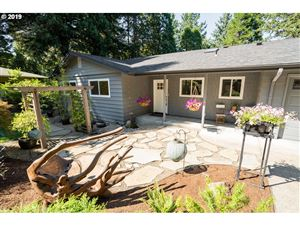Photo of 10276 SW LANCASTER RD, Portland, OR 97219 (MLS # 19109809)