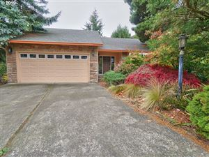 Photo of 11633 SE FLAVEL ST, Portland, OR 97266 (MLS # 19077812)
