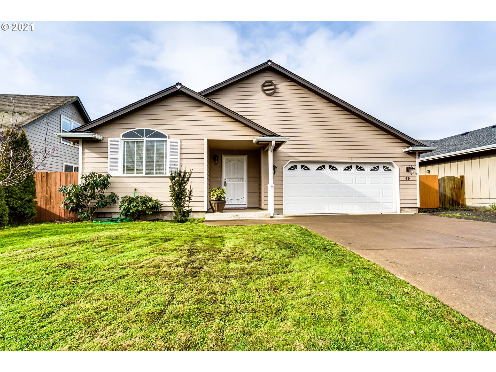 Photo for 69 VILLAGE DR, Creswell, OR 97426 (MLS # 20087812)
