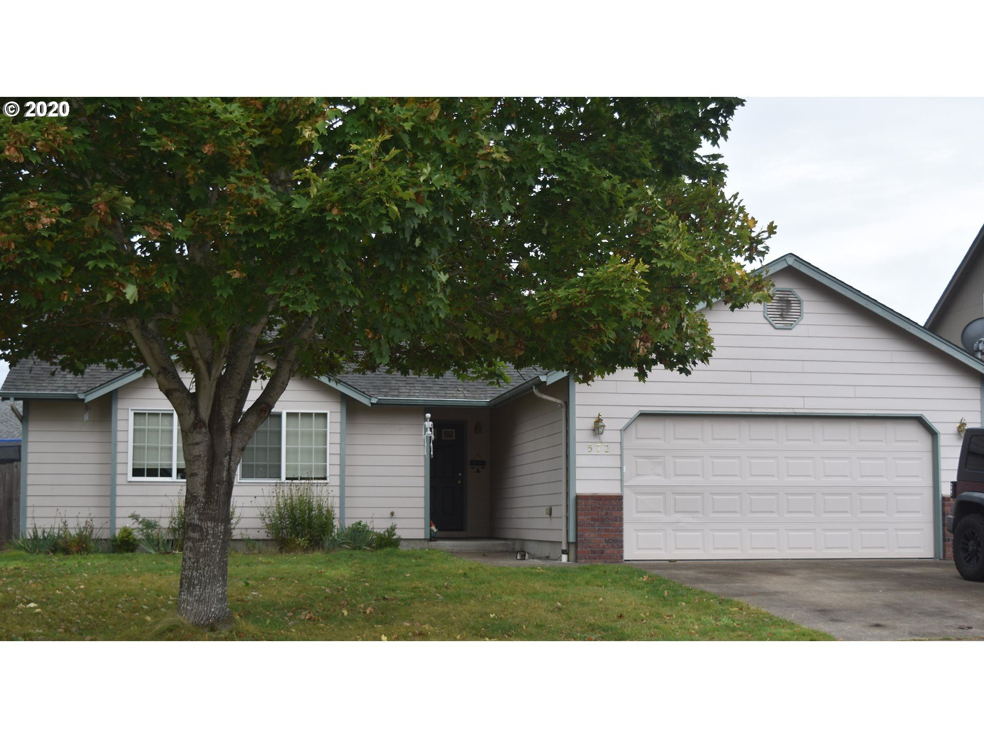Photo for 572 CRESWOOD DR, Creswell, OR 97426 (MLS # 20347812)