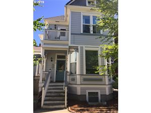 Photo of 1104 SE LINCOLN ST, Portland, OR 97214 (MLS # 19407818)